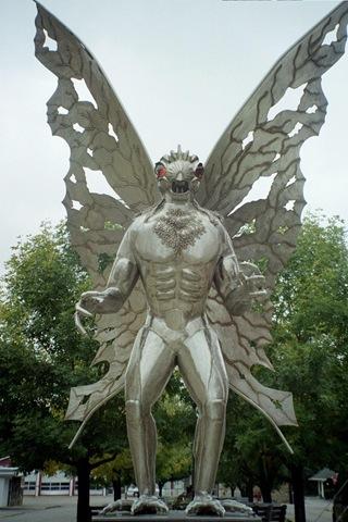 Escultura do Homem-Mariposa de aço inox com 3,65 metros de altura feita por Robert Roacah, em Point Pleasant (Foto: Kevin Meyers)