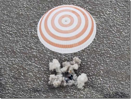 Pouso da Soyuz TMA-19 (Foto: Shamil Zhumatov / Reuters)