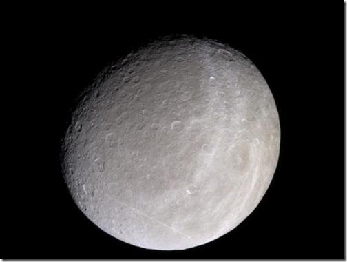 Reia, segunda maior lua de Saturno (Foto: NASA)