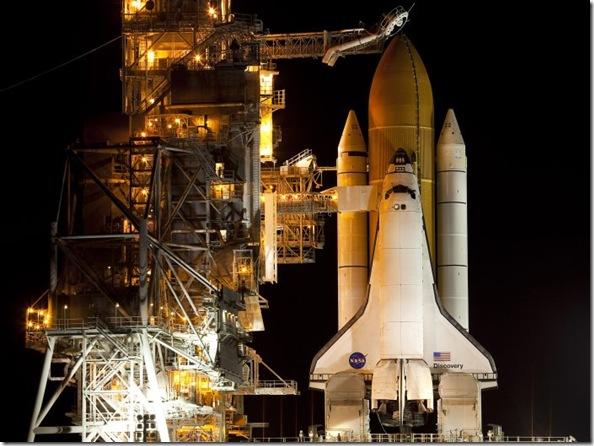 Discovery aguarda na plataforma (Foto Matt Stroshane - Getty Images)