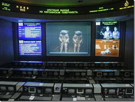 Sala de controle do Mars500 (Foto: Mikhail Metzel / AP Photo)