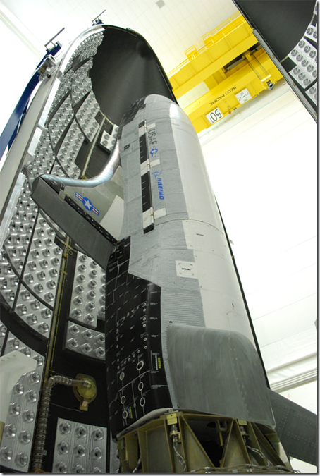 O X-37B (Foto via Discovery News)