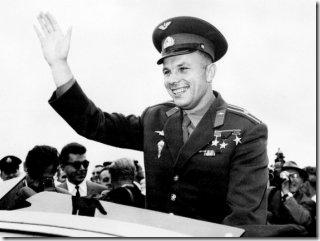 Yuri Gagarin durante visita oficial à Inglaterra em 11 de julhp de 1961 (Foto: AFP)