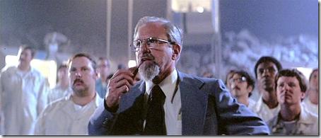 """J. Allen Hynek em cena de """"Contatos Imediatos de Terceiro Grau"""""""
