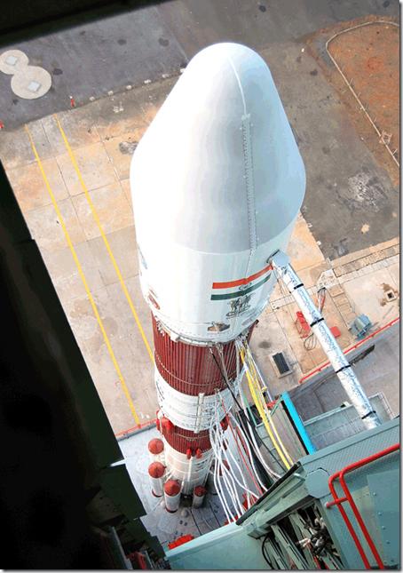 PSLV-C16 visto do topo da Torre de Serviço Móvel (Foto: ISRO)