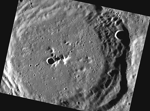 Cratera em Mercúrio (Foto: Messenger / NASA)
