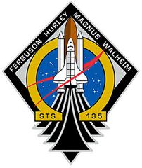 Insígnia da STS-135; detalhe da letra ômega, última do alfabeto grago, simboliza fim da era dos ônibus espaciais (Foto: NASA)