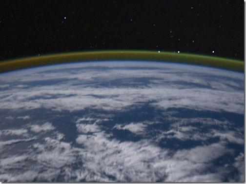 Airglow vist em imagem feita a partir da órbita