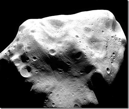 Asteroide Lutetia (Foto via Folha Online)