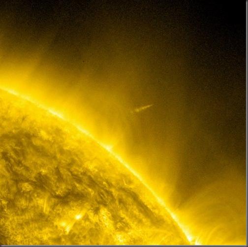 Imagem do SDO mostra Lovejoy deixando a coroa solar (Foto: NASA)