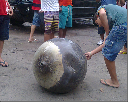 Esfera em Anapurus, MA, atrai a atenção de moradores (Foto: Max Garreto)