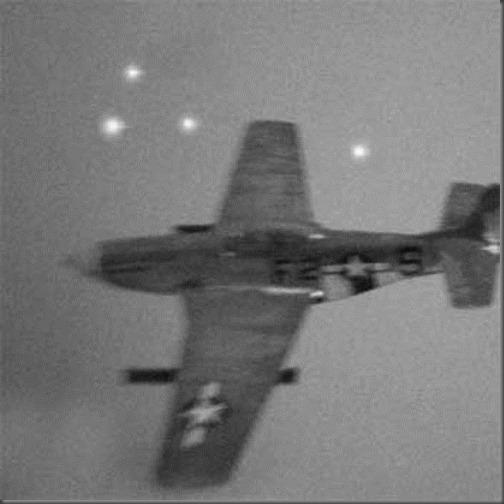 Estranhas luzes voando em formação com caça estadunidense durante a II Guerra