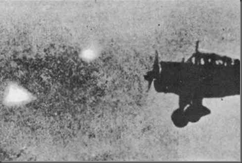 Famosa fotografia mostrando foo fighters durante a II Guerra