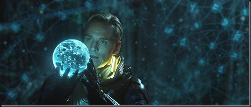 """David (Michael Fassbender) em cena de """"Prometheus"""" (Foto: reprodução)"""