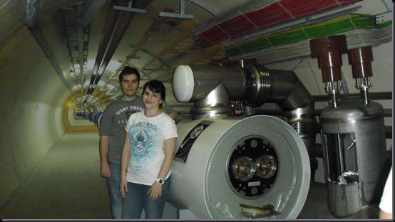 Camila e seu namorado Oton Marcori no CERN, em Genebra, Suíça