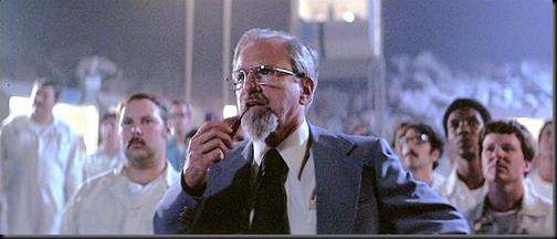 """J. Allen Hynek em cena de  """"Contatos Imediatos de Terceiro Grau"""" (1979); cientista ajudou Steven Spielberg na produção (Foto: arquivo do Blog)"""