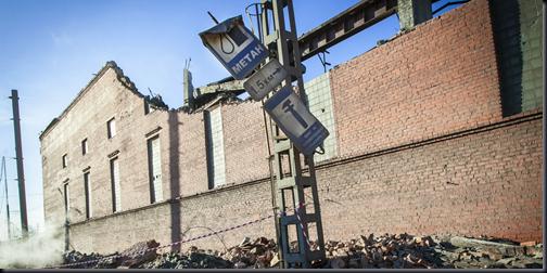 Estragos em fábrica de zinco em Tchielabinsk (Foto: AFP/74.RU/Oleg Kargopolov)
