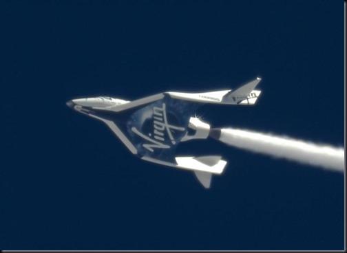 Pela primeira vez, oxidante flui pelo bocal do foguete da SpaceShipTwo em voo de teste (Foto: MarsScientific.com/Clay Center Observatory/Virgin Galactic)