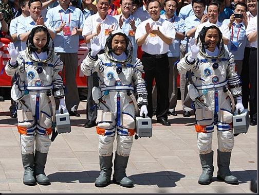 Da esquerda, Yaping, Xiaoguang e Haisheng (Foto: China Out/AFP)