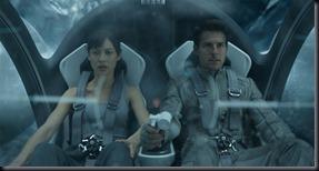 Cena de Oblivion com Olga Kurylenko e Tom Cruise (Foto: divulgação)