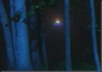 Simulação das primeiras luzes estranhas vistas por Burroughs (Foto: History Channel)