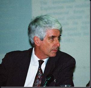 Jacques Valée, físico e ufólogo frânces (Foto via CUB)