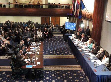 Delegação sul-americana se apresenta no Citizen Hearings on Disclosure (Foto: Revista UFO)