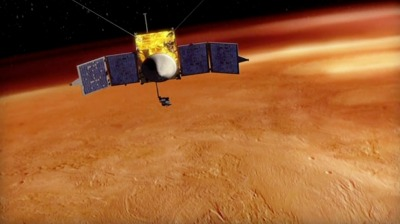 Ilustração da MAVEN em órbita de Marte (Crédito: LASP)