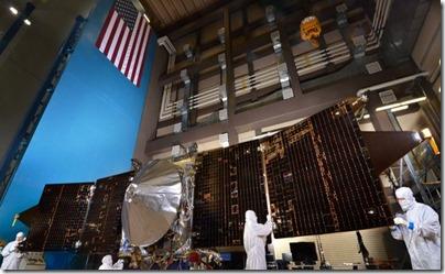 Sonda MAVEN e com os painéis solares estendidos (Foto: Pat Corkery)