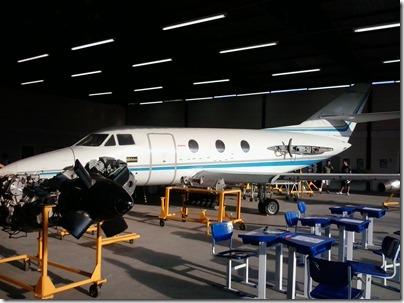 Aeronave Dassault Falcon X no hangar da EMCA (Foto: Eduardo Oliveira)