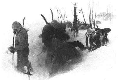 Preparando o acampamento, por volta das 5 da tarde de 02-02-1959