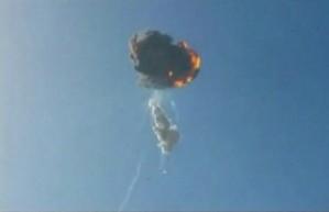 Falcon 9 explode sobre o Texas segundos após lançamento