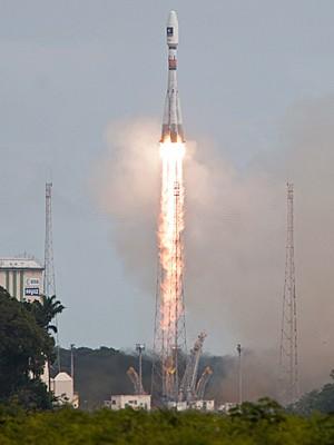 Foguete Soyuz decola levando satélites Galileo, 22 08 2014