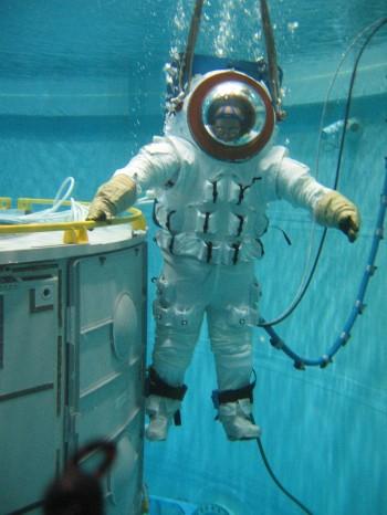 Primeiro teste tripulado de flutuabilidade neutra do MX-2 no SSL, 05/05/2005