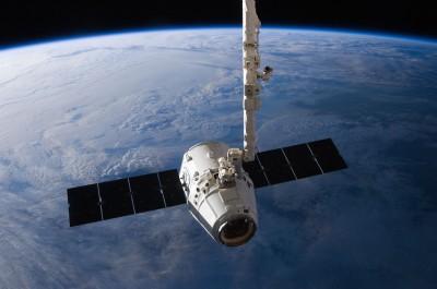 Nave Dragon, da SpaceX, na ISS