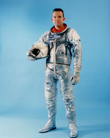 Gordon Cooper em traje do programa Mercury (Foto: NASA)