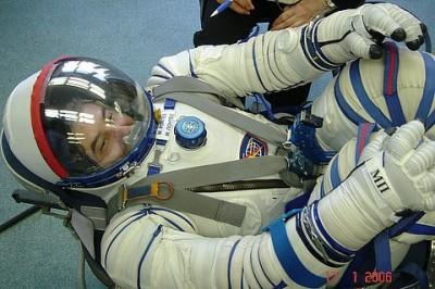 Marcos Pontes dentro de Socol, em treinamento na Rússia em 2006